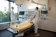 Über 23'300 Stellen waren im Kanton Luzern im Jahr 2015 im Gesundheits- und Sozialwesen angesiedelt. Dies entspricht einem Beschäftigungsanteil von rund 12,5 Prozent. Auf dem Bild: Blick ins Notfallzentrum im Kantonsspital. (Bild: Corinne Glanzmann (Luzern, 8. Juni 2017))