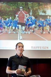 Seine Vorfreude ist ihm anzusehen: Viktor Röthlin bei der Präsentation des Switzerland Marathon light. (Bild Corinne Glanzmann)