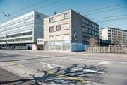 Das Gewerbegebäude neben dem CSS-Hauptsitz im Tribschenquartier soll abgerissen werden. (Bild: Roger Grütter (Luzern, 17. März 2016))