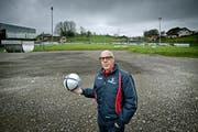 Didier Hofstetter, Präsident des Weggiser Sportclubs, auf dem Platz im Gebiet Weiher in Weggis. (Bild Pius Amrein)