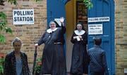 Volksentscheide sind weltweit auf dem Vormarsch. Das Bild zeigt Nonnen vor einem Wahllokal während der Brexit-Abstimmung. (Bild: Hannah McKay/EPA (London, 23. Juni 2016))