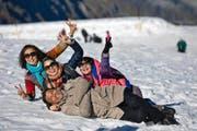 Asiatische Touristen, hier auf dem Titlis in Engelberg, bescherten der Schweiz im Jahr 2014 mehr Hotelübernachtungen. (Bild Philipp Schmidli)