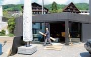 Das Café auf dem Dorfplatz öffnet am 6. Juni wieder. (Bild: Stefan Kaiser (Walchwil, 30. Mai 2017))
