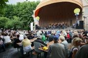 Konzertbesucher am Pavillon während des Luzerner Fests. (Archivbild Neue LZ)