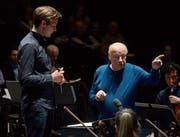 Der Meister und sein Schüler: Bernard Haitink und Vitali Alekseenok. (Bild: Peter Fischli/Lucerne Festival)