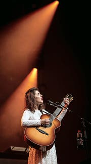 Sängerin Katie Melua gestern Abend bei ihrem Auftritt im Konzertsaal des KKL. (Bild: Manuela Jans-Koch)