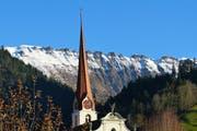 Die Kirche Marbach vor der Schrattenfluh. (Bild: Leserbild Josef Lustenberger)