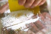 Nicht wegen des Konsums, aber wegen des Schmuggelns von Kokain verurteilte das Luzerner Kriminalgericht einen Mann zu einer bedingten Freiheitsstrafe. (Symbolbild Keystone / Martin Ruetschi)
