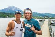 Sind dieser Tage bester Laune und geniessen die Zeit in Luzern - beides nicht nur wegen des Sports: Janis Smedins (links) und Aleksandrs Samoilovs. (Bild: Heinz Steimann)