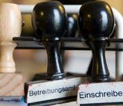 Das Betreibungsamt der Gemeinde Steinhausen wird neu von der Stadt Zug aus geführt. (Symbolbild) (Bild: Keystone/Gaetan Bally)