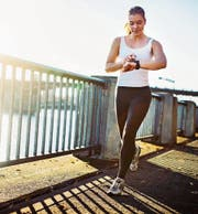 Wer joggt, profitiert bei den Krankenkassenprämien. (Bild: Getty)