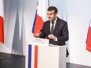 Frankreichs Präsident Emmanuel Macron bei seinem ersten offiziellen Besuch auf Korsika. (Bild: KEYSTONE/EPA/CHRISTOPHE PETIT TESSON)