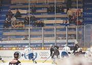 Am 3. November 2001 – einem Samstag – kommen gegen den EHC Chur noch 2711 Fans ins Hertistadion.