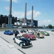 Käferparade: Der VW Käfer (VW Typ 1) ist ein Pkw-Modell der unteren Mittelklasse der Marke Volkswagen mit luftgekühltem Vierzylinder-Boxermotor und Heckantrieb. Es wurde von Ende 1938 bis Sommer 2003 gebaut. (Bild: PD)
