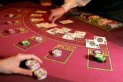 Black Jack im Grand Casino Luzern. Bald soll man das Glücksspiel im Casino auch online spielen können. (Symbolbild Esther Michel/Neue LZ)