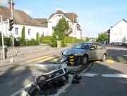 Das Auto der Unfallverursacherin erlitt Totalschaden. (Bild: Kapo Schwyz)