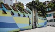 Die Wandmalerei «Ouverture» an der historischen Aussenmauer des Kunsthauses Zug schuf der Künstler Platino im Spätsommer 2010. (Bild Stefan Kaiser)