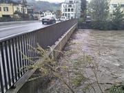 Muota bei der Brücke der Hauptstrasse in Ibach. (Bild: Leser Sascha Krähenbühl)