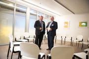 Spitalratspräsident Hans Schärli (links) und Peter Schwegler, Direktor der Luzerner Psychiatrie, in den im letzten Jahr eröffneten Räumlichkeiten in Sursee. (Archivbild Corinne Glanzmann)