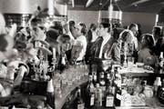 Hazy Osterwald (links im weissen Hemd) feierte in den 60er- und 70er-Jahren legendäre Partys im «Loft»-Club, der damals «Hazyland» hiess. (Bild: Keystone)