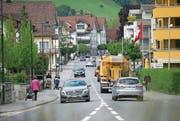Der Verkehr auf der Brünigstrasse muss beruhigt werden. (Bild: Corinne Glanzmann (Alpnach, 24. Mai 2016))