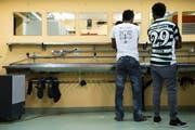 Bis zu 50 Asylbewerber sollen ein Jahr lang in der Zivilschutzanalge Huob in Meggen untergebracht werden. (Bild: Keystone (Symbolbild))