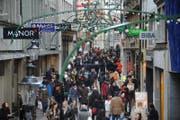 Impression vom Weihnachtsshopping in Luzern. (Bild: Boris Bürgisser (22.12.2012, Luzern))