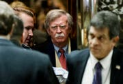 epa06622053 (FILE) Former US United Nations ambassador John Bolton (C) arrives for a meeting with US President-elect Donald Trump at Trump Tower in New York, New York, USA, 02 December 2016 (reissued 22 March 2018). According to a statement by the White House on 22 March 2018, Former US ambassador to the United Nations John Bolton will replace H.R. McMaster as US National Security Advisor. EPA/JUSTIN LANE / POOL (Bild: Justin Lane / EPA / Keystone (New York, 2. Dezember 2016))