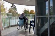 Wohnformen im Alter - Altersheim: Pensionäre entscheiden sich oft erst im sehr hohen Alter für den Umzug in ein Altersheim. (Bild: Keystone)