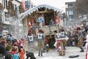 Die Gruppe Tschiggendales feierte Après-Ski, während die Holdriofäger den Besuchern ordentlich einheizten. (Bild: Werner Schelbert (Cham, 26. Februar 2017))