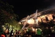 Am 24. August konnte die Feuerwehr den Brand im Dachstock in Oberwil schnell unter Kontrolle bringen. (Bild: FFZ)