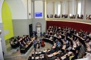 Musikalische Glückwünsche im Kantonsratssaal: Das Trio «üs drü» aus Sursee spielt auf. (Bild: pd)
