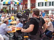 """Kameramann,nicht gerade mit""""leichtem Gepäck (Bild: Josef Müller)"""