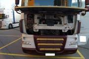 Im fehlbaren Lastwagen aus Italien wurde ein Gerät entdeckt, das die Motor- beziehungsweise Abgassteuerung verändert. (Bild: Zuger Polizei)