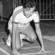 Beni Thurnheer im Einsatz 1983 beim Rekordversuch des Leichtathletikvereins Wettingen. In einer Stafette sollten tausendmal 400 Meter zurückgelegt werden. (Bild: Keystone)
