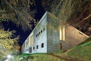 Aussenaufnahme der vom Architekten Peter Zumthor entworfenen Therme Vals. (Bild: Gaetan Bally/Keystone (15. November 2011))