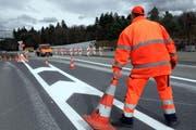Arbeiten bei der Autobahnauffahrt Knonau. (Bild Werner Schelbert)