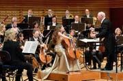 Das Chamber Orchestra of Europe – hier mit Cellistin Alisa Weilerstein – eröffnet den Dvorák-Zyklus mit Bernard Haitink. (Bild: Lucerne Festival/ Peter Fischli)