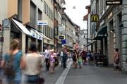 Blick in die Hertensteinstrasse in der Luzerner Altstadt. (Bild: Nadia Schärli (Luzern, 17. Juli 2015))