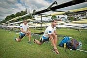 Der Start in eine Regatta, die nicht nach Wunsch verlaufen sollte: Michael Schmid (hinten) und Daniel Wiederkehr gestern Morgen beim Vorlauf-Start auf dem Rotsee. (Bild Corinne Glanzmann)