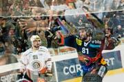 Im Hoch: SCB-Stürmer Thomas Rüfenacht jubelte am Dienstag nach seinem Siegtreffer gegen Lugano. (Bild: Keystone/Ennio Leanza)