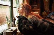 Karoline Herfurth verkörpert «die chli Häx». (Bild: Walt Disney Switzerland)
