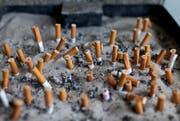 Zigarettenstummel liegen in einem Aschenbecher. (Symbolbild) (Bild: Keystone)