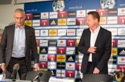 FCL-Präsident Ruedi Stäger, links, vor der Presskonferenz, an der er Rolf Fringer als neuen Sportchef präsentierte. (Bild: Philipp Schmidli / Neue LZ)