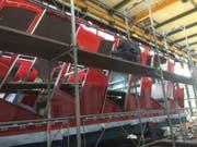 April 2017: Die automatischen Schiebetüren werden montiert. 11,6 Meter lang und 2,45 Meter breit sind die Wagen. (Bild: pd/Shiptec)