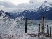Der Föhn hat die Schweiz auch am Montag stark aufgewirbelt. (Archivbild) (Bild: KEYSTONE/URS FLUEELER)