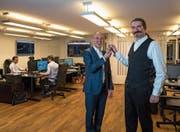 Bitcoin-Suisse-Gründer Niklas Nikolajsen (rechts) und der neue CEO Arthur Vayloyan (Mitte). (Bild: Roger Grütter (Zug, 20. November 2017))