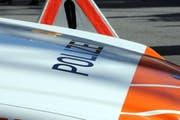 Beim Unfall verletzten sich die zwei Beteiligten leicht. Die Polizei sucht Zeugen. (Bild: Archiv / Neue NZ / Adrian Venetz)
