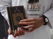 Auch in der Stadt Luzern verteilen fundamentalistische Muslime regelmässig den Koran (Symbolbild). (Bild: Keystone / Mario Vedder)