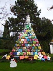 Ein Baum aus Geschenken. (Bild: Leserbild Roland Luterbach)